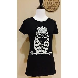 Tops - Quirky Tribal Owl Print Black T-Shirt